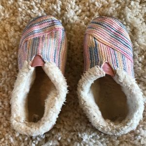 TOMS slip on girls shoes- CUTE 💕 11